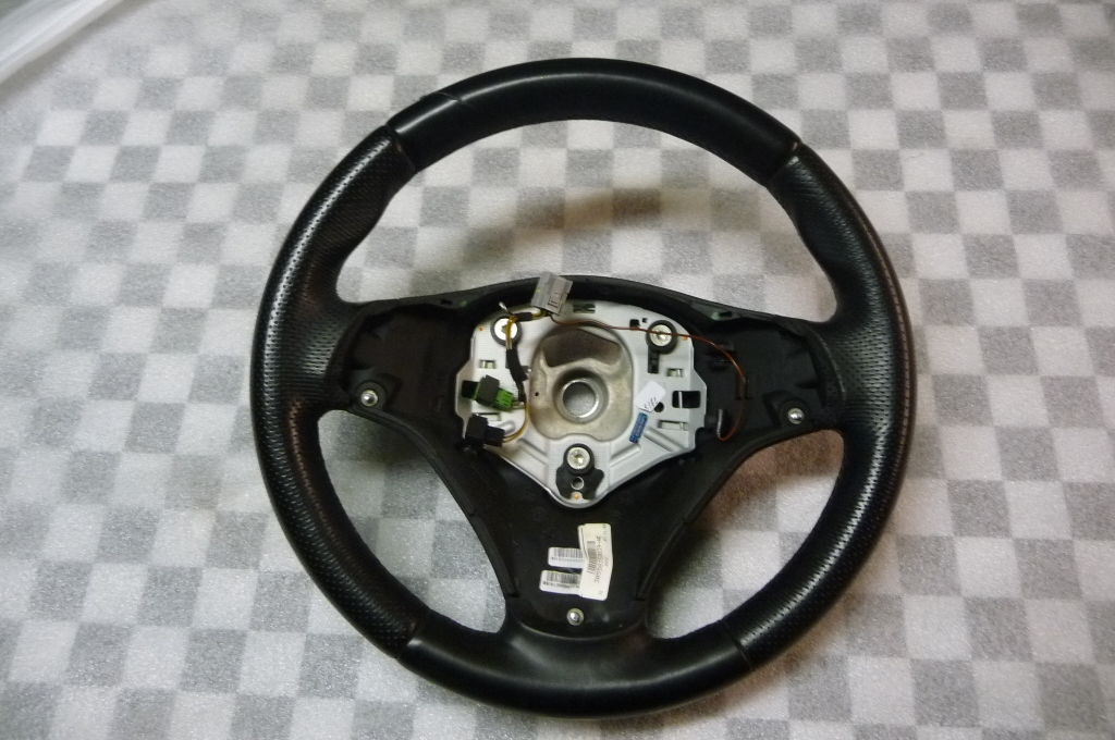 2006 2007 2008 2009 2010 2011 2012 2013 2014 2015 BMW 1 3 Series X1 Leather Steering Wheel M Sports (scratched) 32307839114 OEM OE