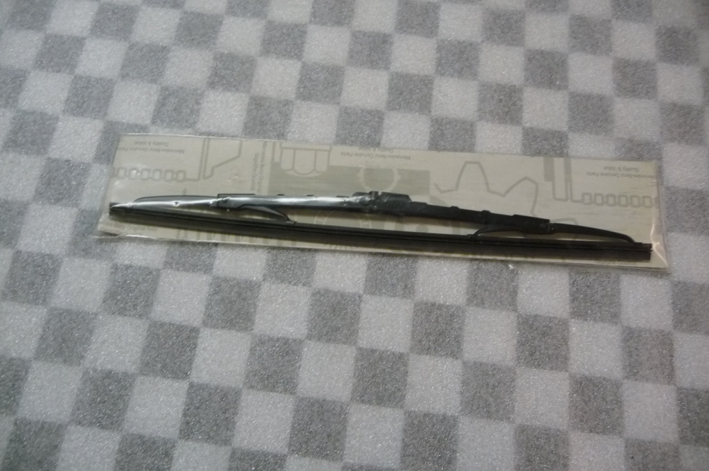 Mercedes Benz G Class Rear Panel Door Trunk Lid Wiper Blade -NEW- A 0008245126