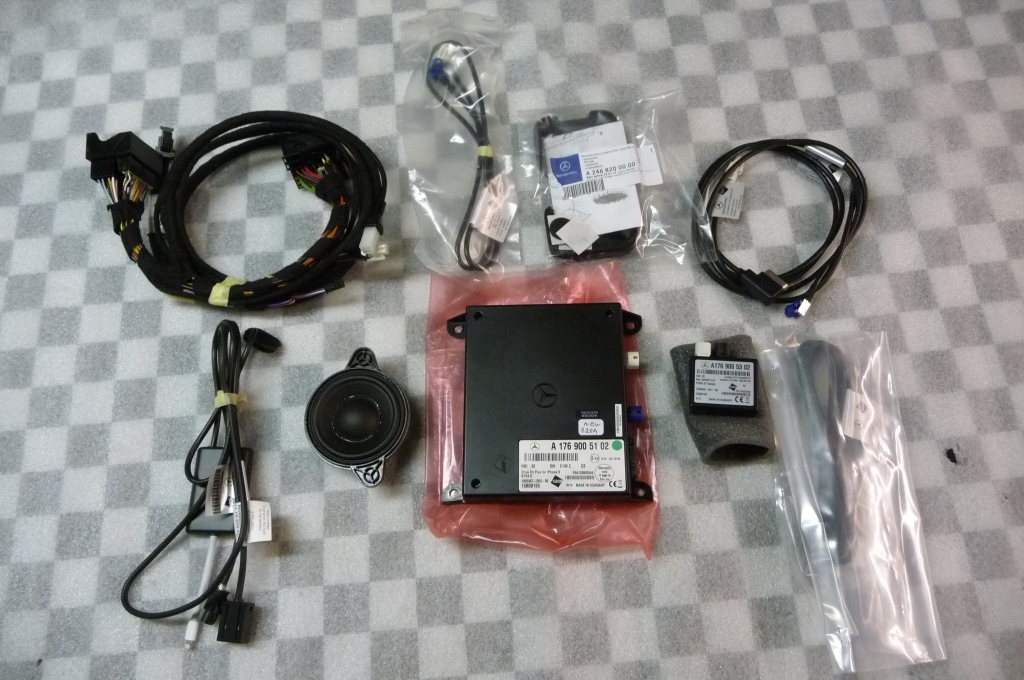 2016 Mercedes Benz E250 E350 E400 Multimedia System iPhone 5 and up Drive Kit -NEW- A 2128200600 OEM