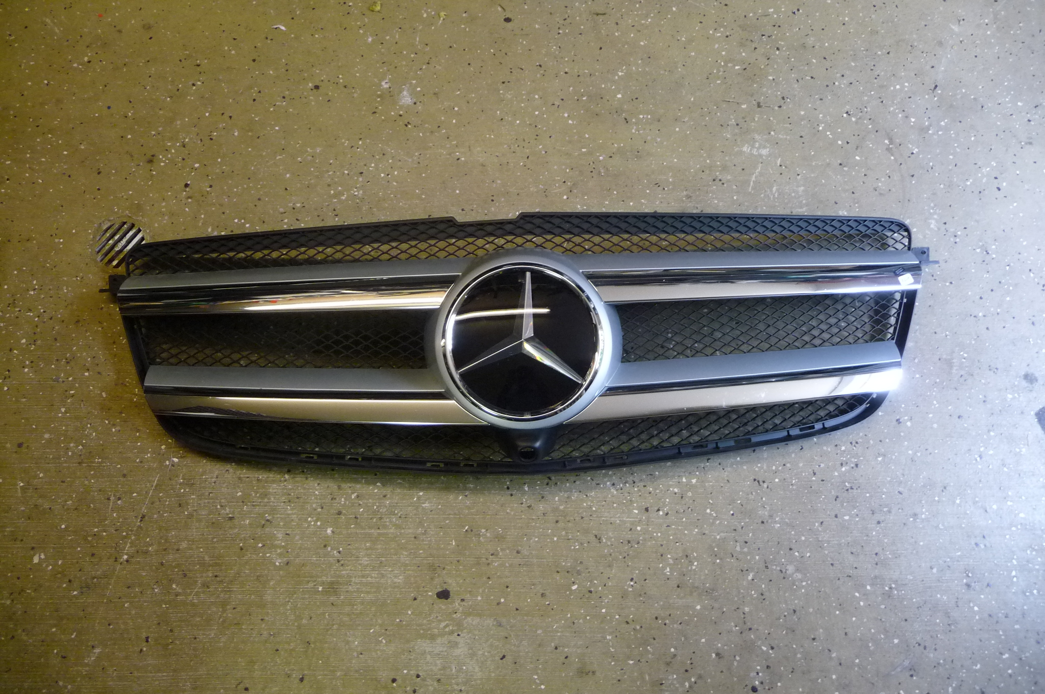 Mercedes Benz X166 GL Class Front Radiator Grille Assembly 1668800385 OEM OE