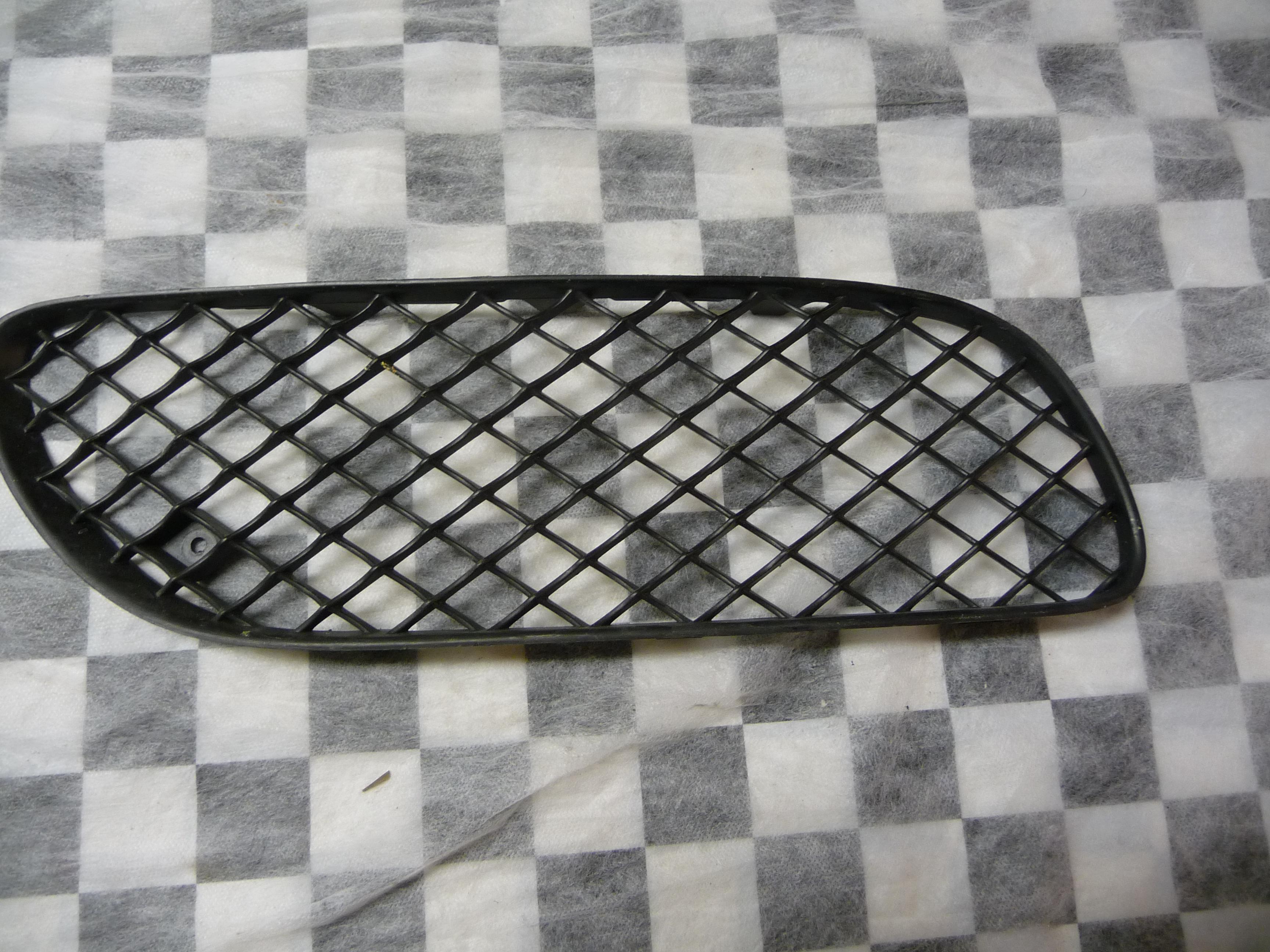 Bentley Continental GT GTC Front Bumper Right Grille Black Plastic  3W8807682A - Used Auto Parts Store | LA Global Parts