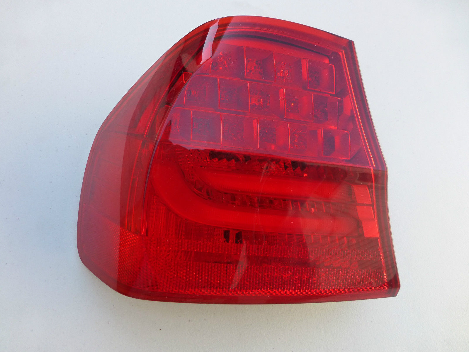 2009 2010 2011 BMW 328i 335d 335i E90 M3 (All Sedan) Rear Left Taillight Lamp inside Panel 63214871735 OEM