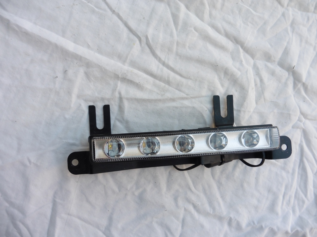 2013 2014 Mercedes Benz G Wagon G550 W463 LED DRL/P Daytime Running Lamp with Right Side Bracket 4639065300; A4639065300; 4638841015; A4638841015