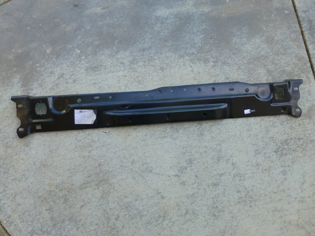 Mercedes Benz C Class Front Radiator Support Central Stiffening Pre Fuse Box A2046200272 Oem
